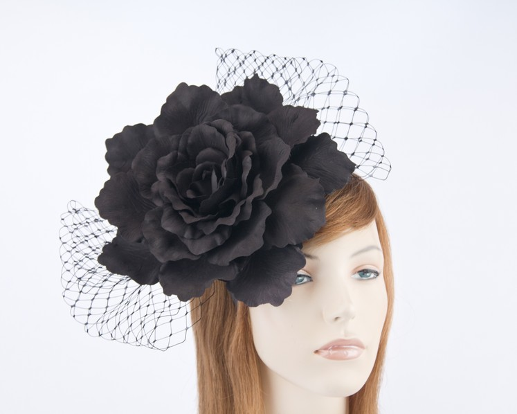 Black flower racing fascinator