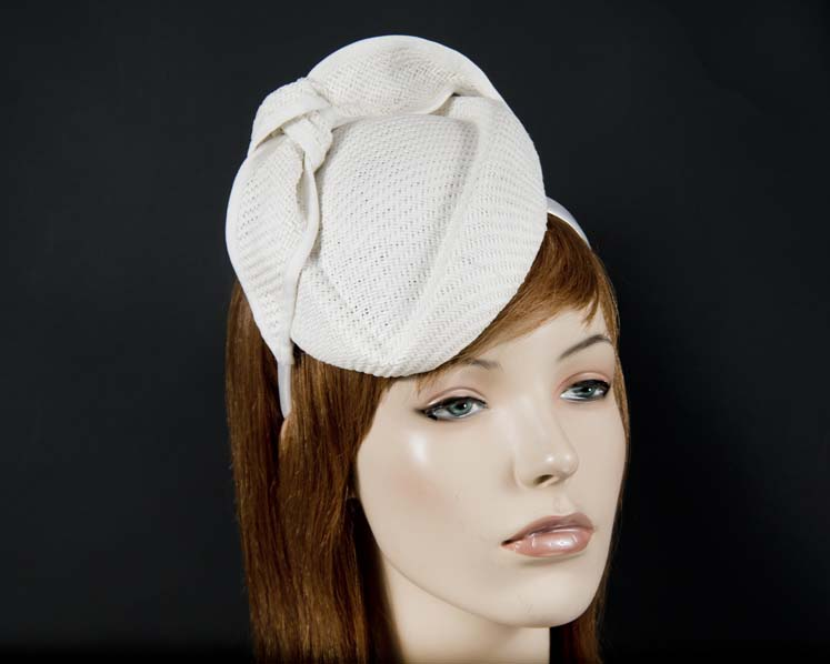 White racing pillbox racing fascinator