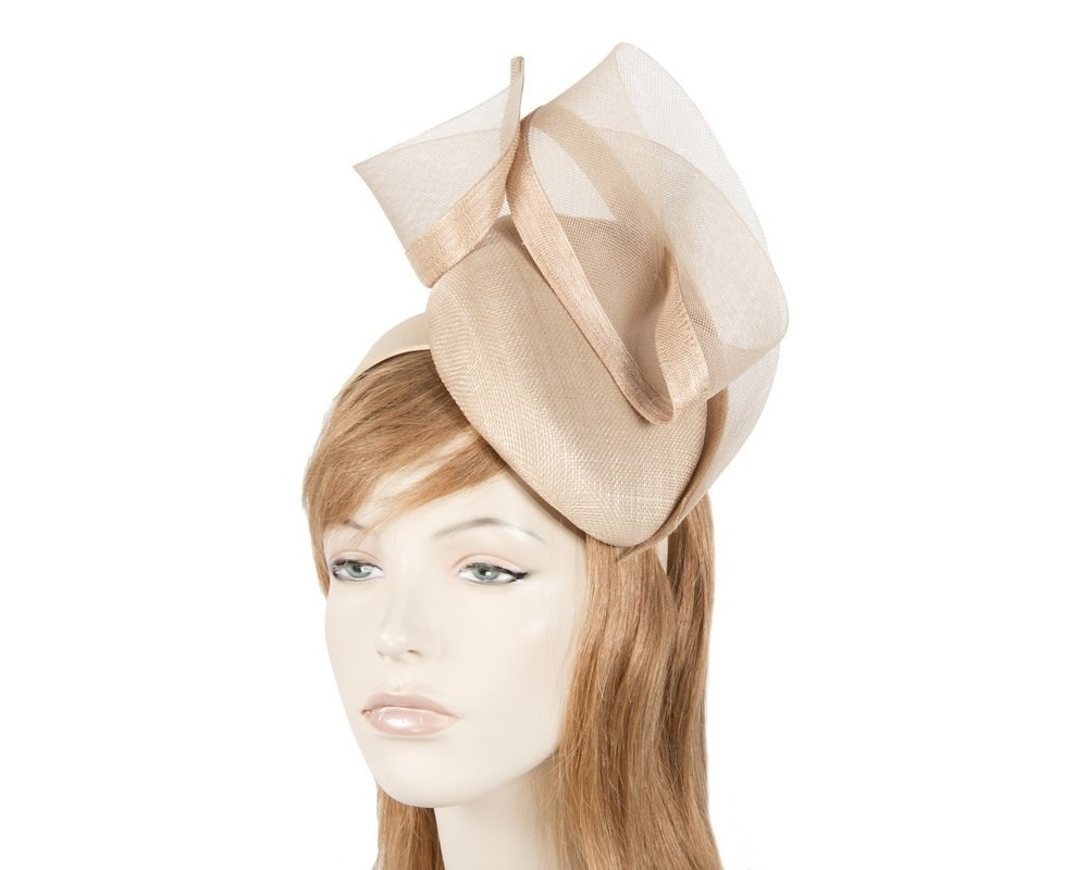 Nude racing fascinator