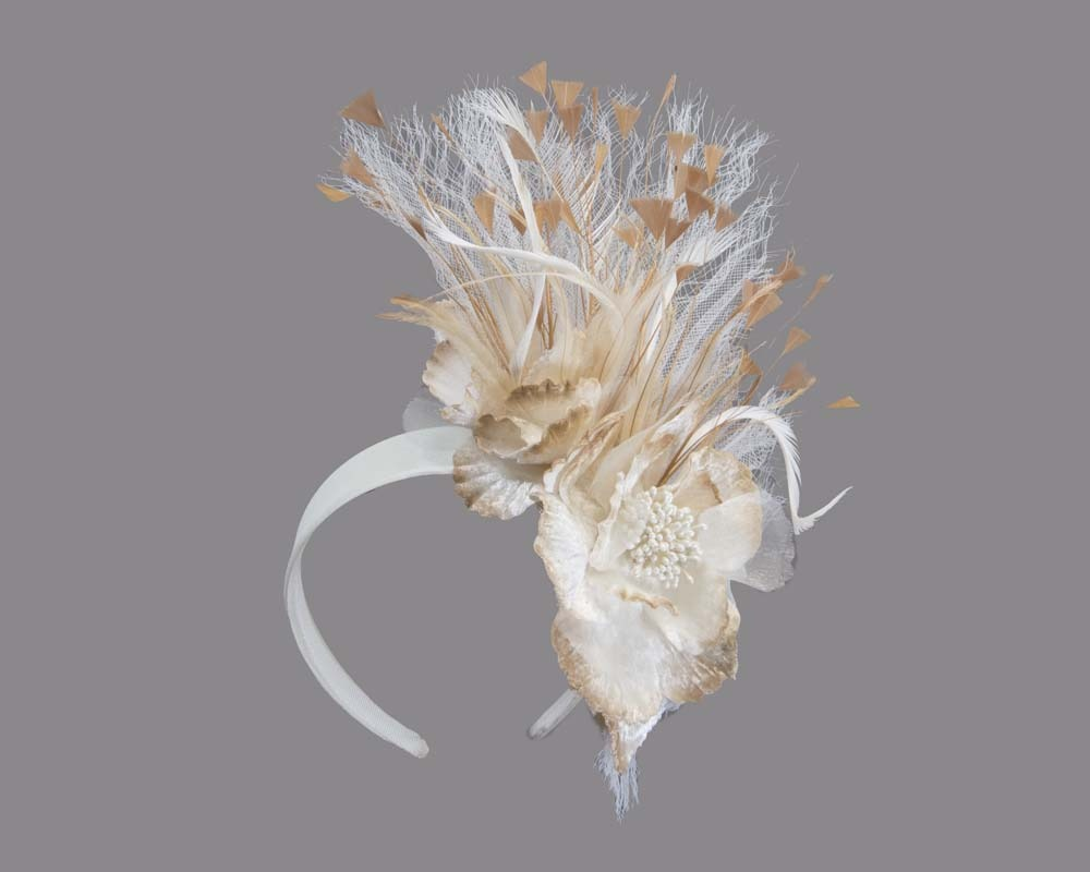 Cream & natural flower fascinator